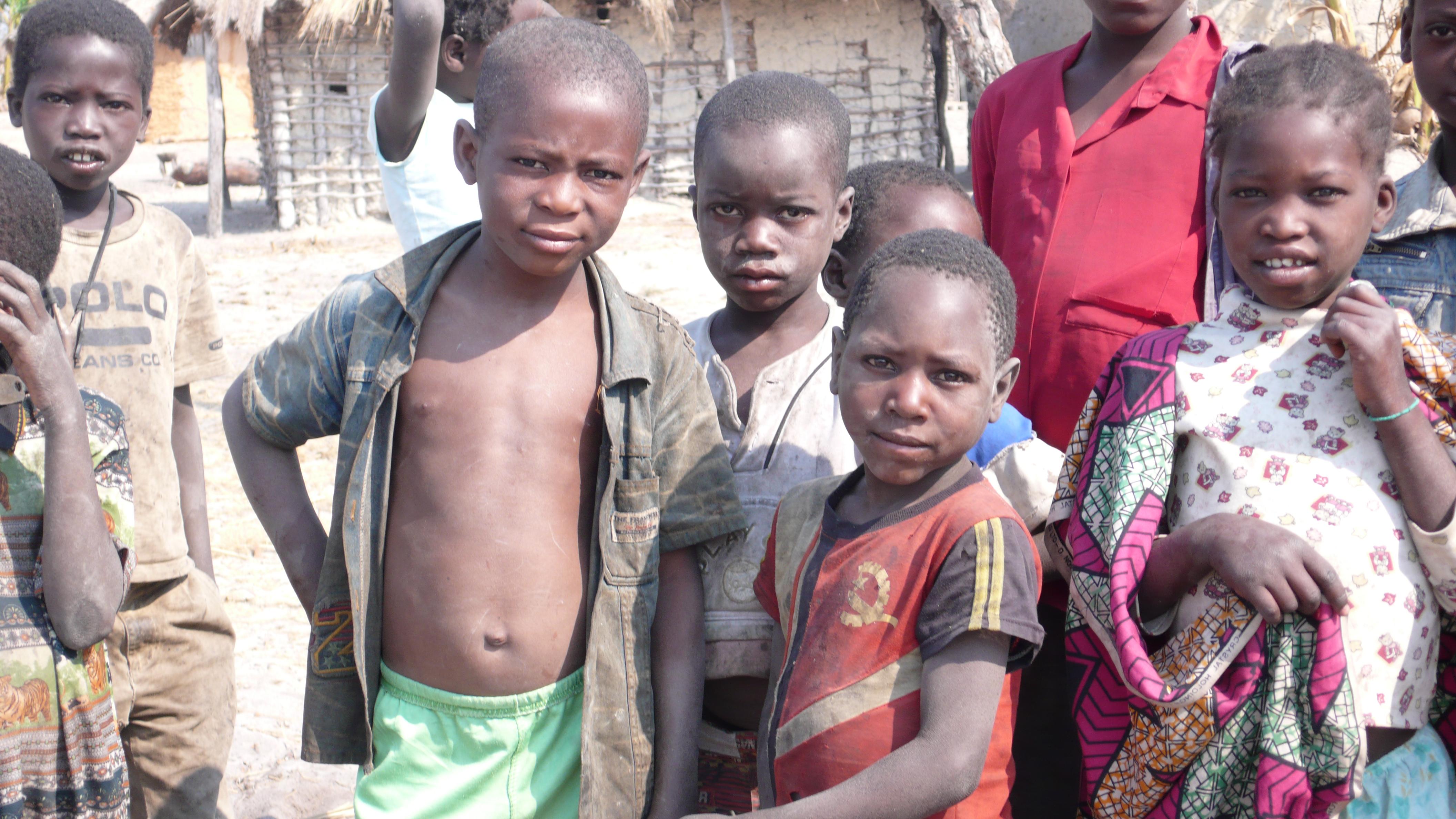 bambini Angola