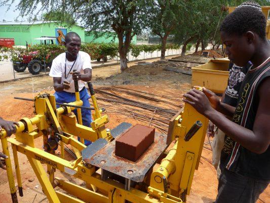 ragazzi Angola lavoro