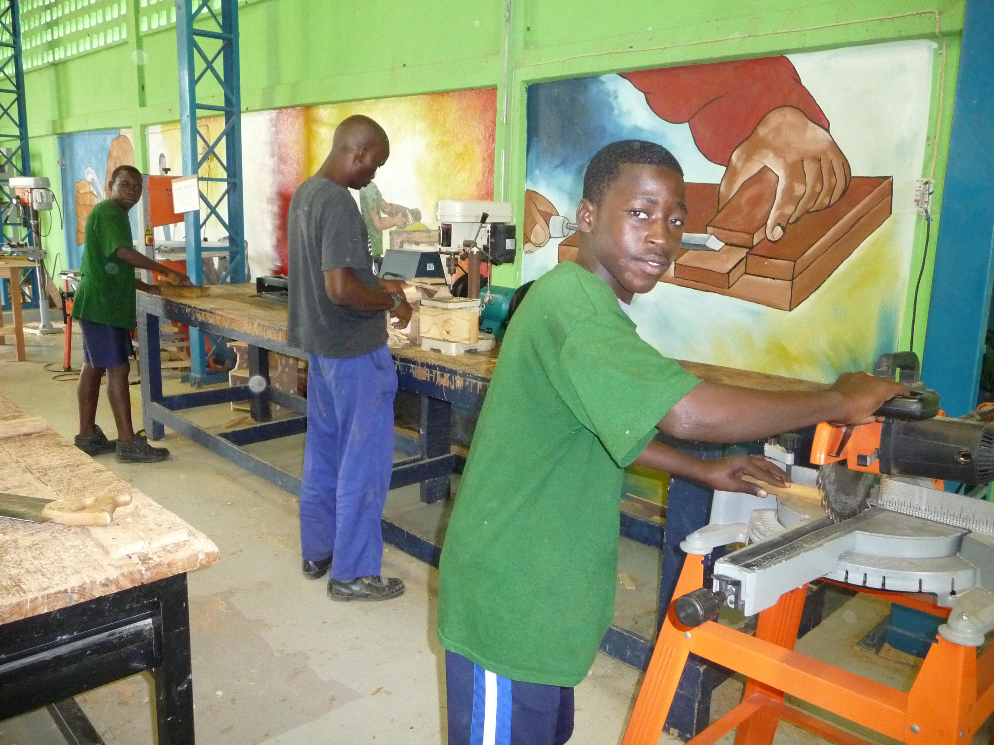 ragazzi africani al lavoro
