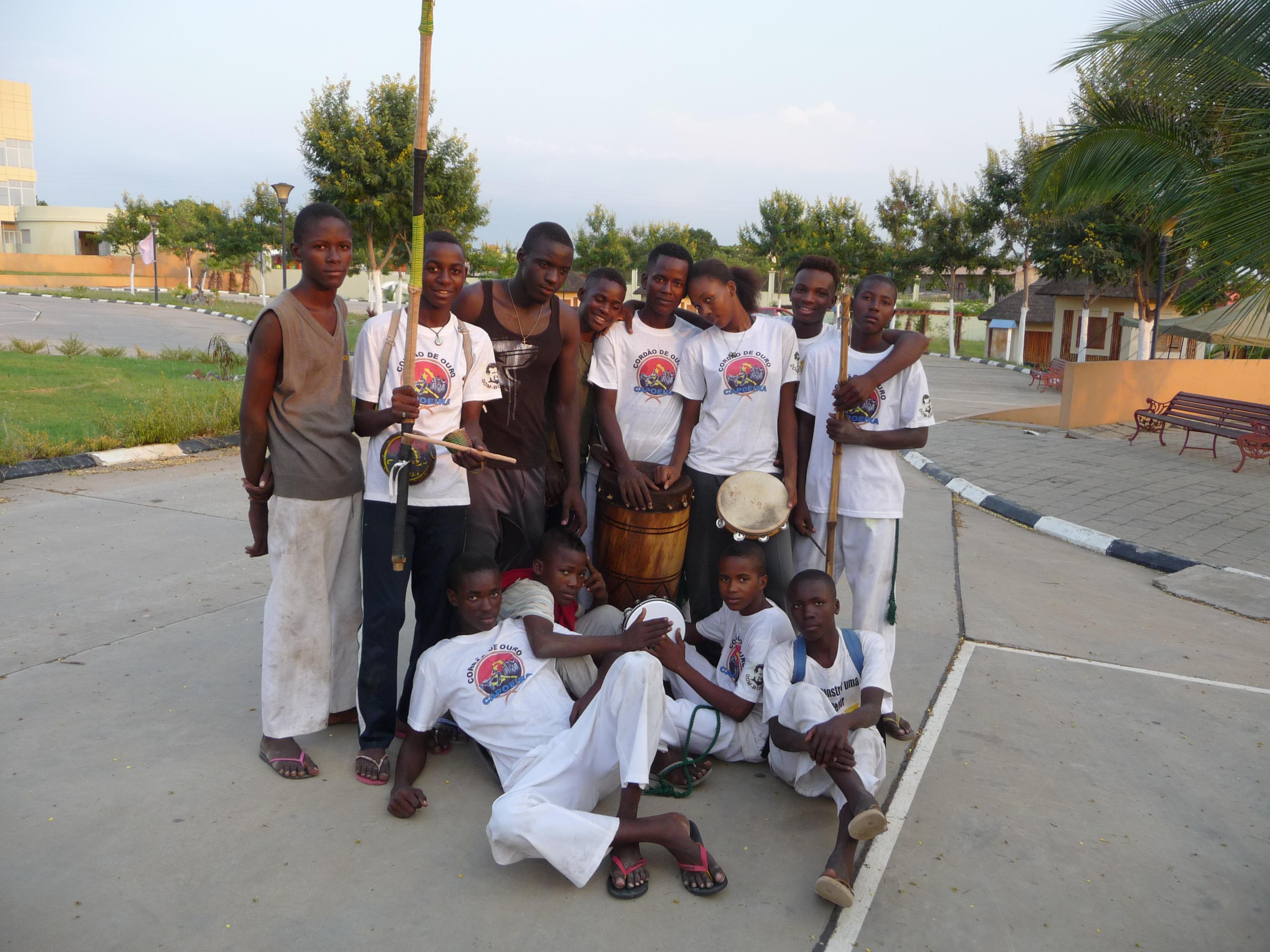 gruppo di ragazzi capoeira